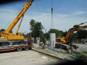 L'enterrement du poste de refoulement des eaux usées devant l'entreprise Roche
